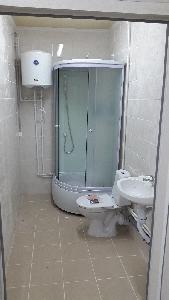 Душ и туалет внутри блока